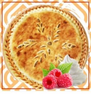 Пирог с творожным кремом и малиной