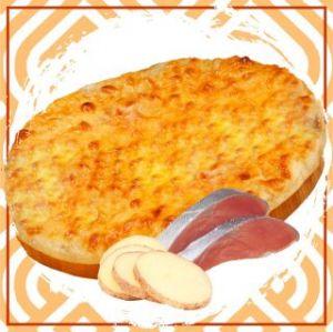 Пирог с красной рыбой и картофелем